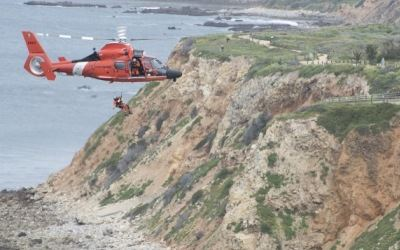 Coast Guard cliff rescue (400x250)